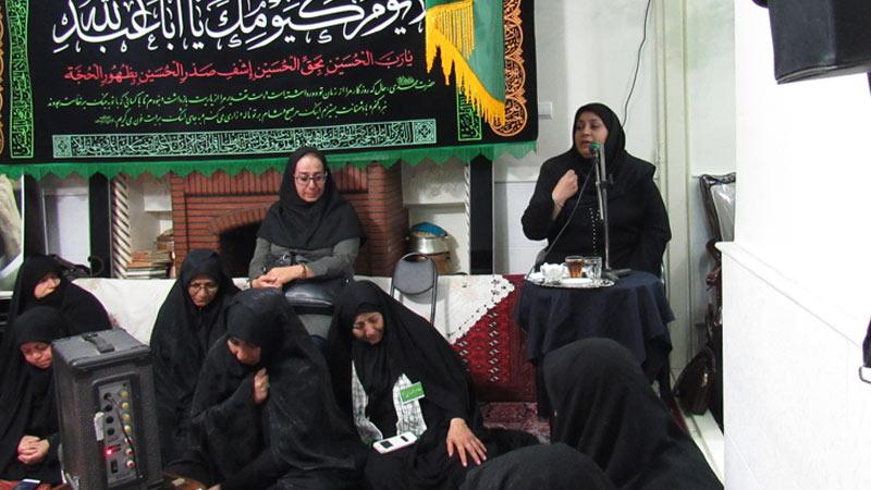 برگزاری کلاس آشنایی با عوامل و پیشگیری از ابتلا به سرطان در محفل مذهبی در ماه محرم