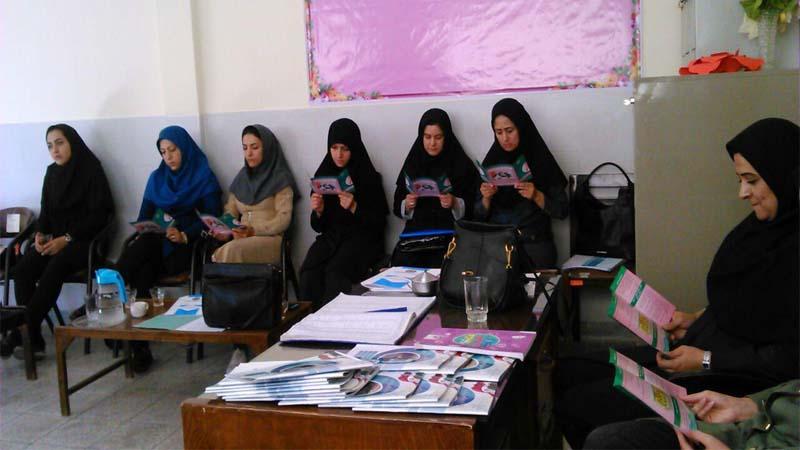 موزش پیشگیری از سرطان پستان در مدرسه ابتدایی و دبیرستان سما توسط خانم دکتر علی نیا1397/7/25