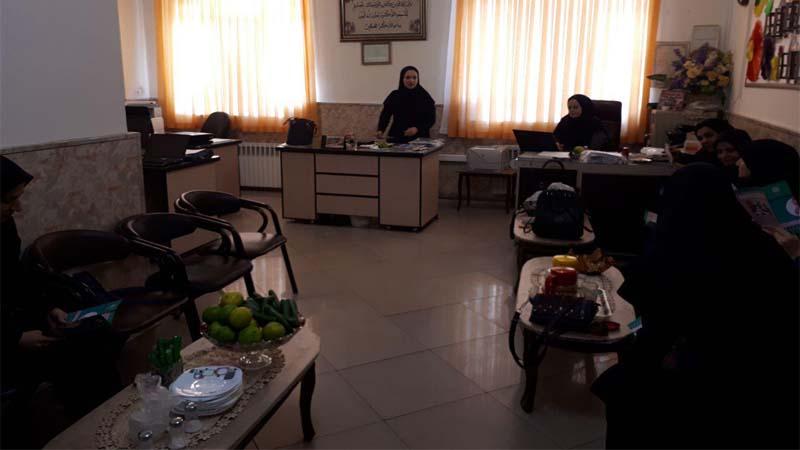 جلسه آموزشی در مدرسه دخترانه ولایت توسط مدرس افتخاری راه آسمان 29 مهر