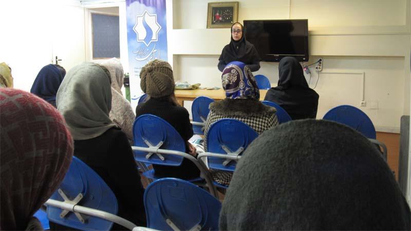 جلسه آموزش و پیشگیری از سرطان پستان در خوابگاه فرزانگان دانشگاه سمنان 20 آبان