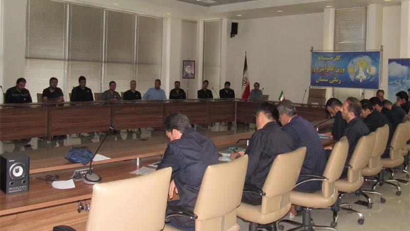 جلسه آموزشی راه آسمان در کارخانه ورق گالوانیزه نورد لوله استان سمنان