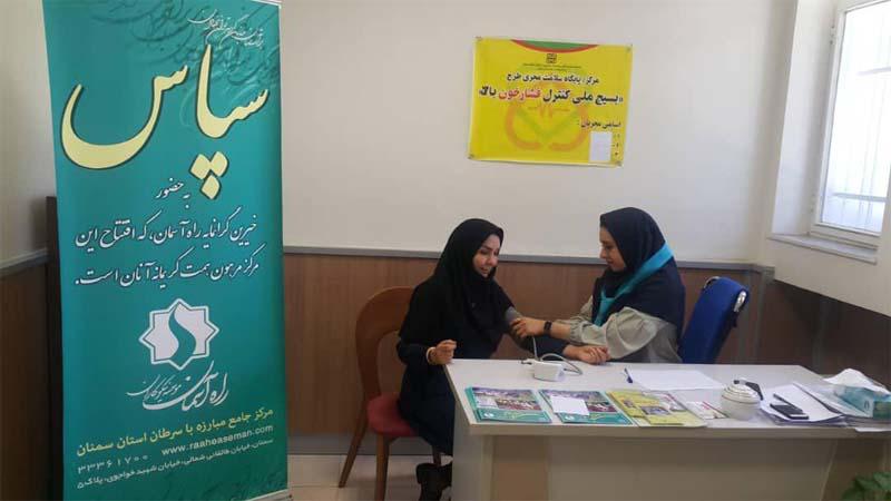 اجرای طرح ملی بسیج کنترل فشار خون با حضور خانم میر صالحی در مرکز پزشکی هسته ای راه آسمان