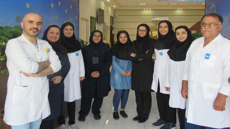 کارکنان مرکز پزشکی هسته ای راه آسمان در نخستین سالگرد افتتاح مرکز