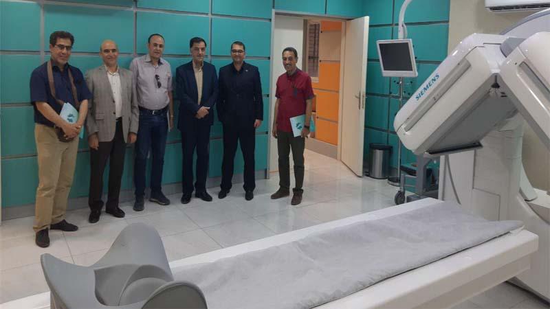 جلسه و بازدید تعدادی خیرین و هنرمندان برجسته استان از مرکز پزشکی هسته ای راه آسمان