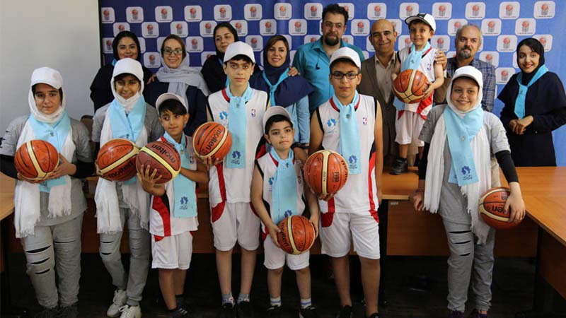 حضور اعضا هیات مدیره، مددجویان و مددکاران بنیاد راه آسمان در مراسم ویژه کاپ جام جهانی FIBA
