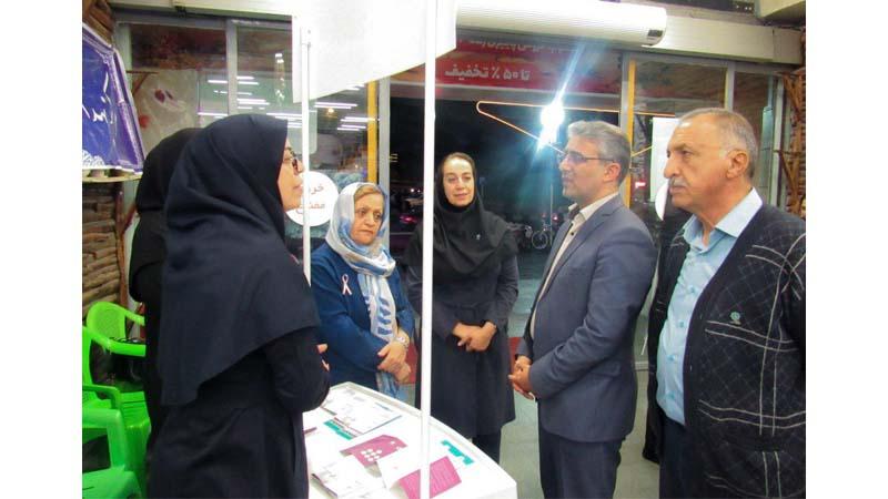 حضور آقای بینایی در کانتر پویش آگاهی از سرطان پستان در فروشگاه رفاه