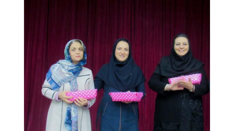 مسابقه و اهدا جوایز به برندگان در پویش ملی مبارزه با سرطان پستان - مرکز پزشکی هسته ای راه آسمان