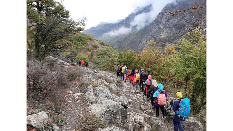 کوهپیمایی و جنگل پیمایی منطقه فینسک گروه همنوردان راه آسمان در اولین جمعه آبان ماه 1398