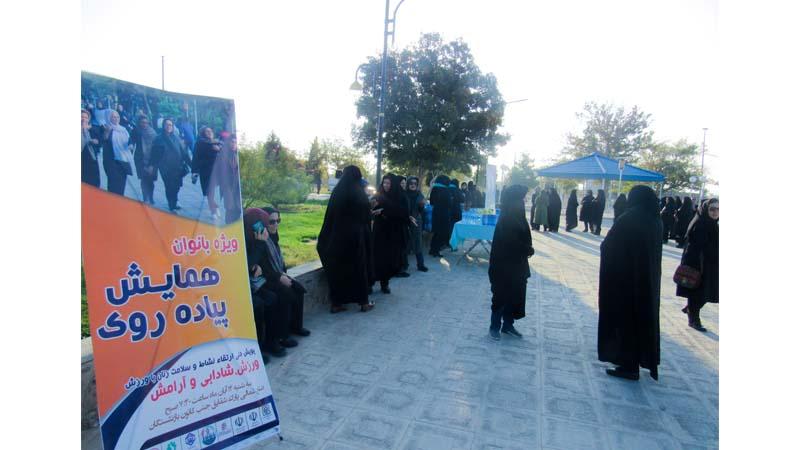 حضور سیصد تن از بانوان سمنانی در همایش پیاده روی صبگاهی ویژه بانوان در پارک شقایق سمنان