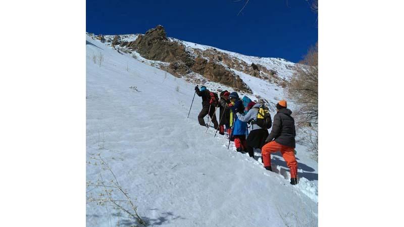برف پیمایی و صعود به قله سیاه کوه توسط گروه همنوردان راه آسمان 2 اسفند 98