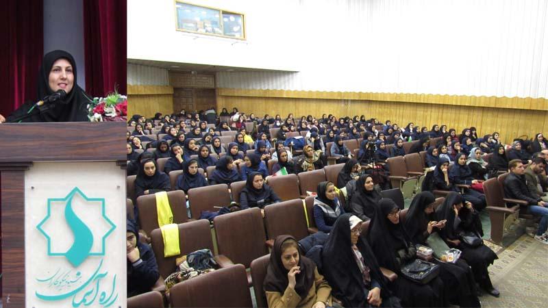 سخنرانی خانم معمار؛ مدرس افتخاری بنیاد برای دانش آموزان هنرستان فامیلی